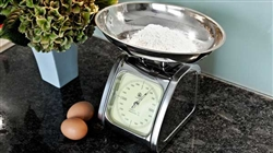 Electronic kitchen scale wall