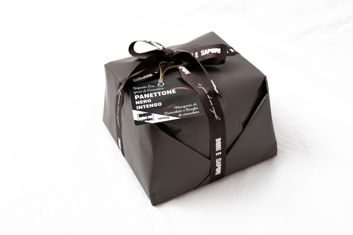 Artisan Italian Panettone Total Black with Melted Chocolate and Flakes of Dark Chocolate - 1 Kg